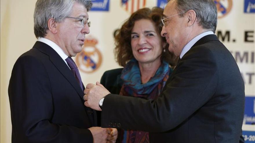 La alcaldesa hablará con el Real Madrid y el Atlético sobre la fiesta de la final