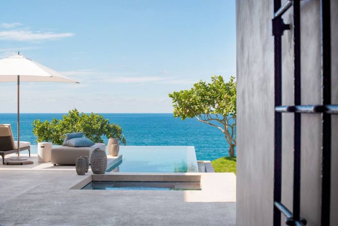 The infinity pool at Villa Tesoro is just one of dozens on the peninsula.