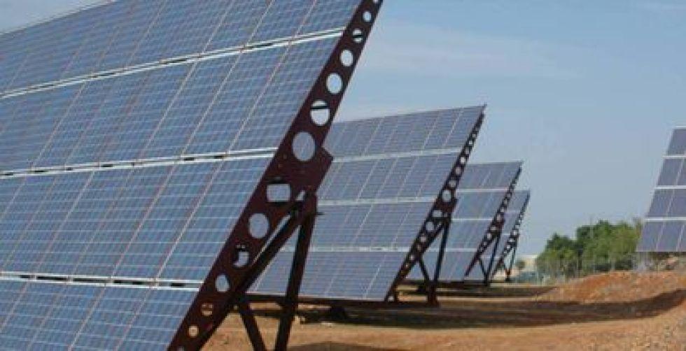 Los módulos solares convencionales requieren estructuras de soporte rígidas y grandes espacios para su instalación.
