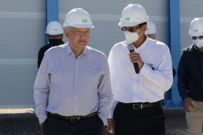 El presidente mexicano Andrés Manuel López Obrador (izquierda) en Baja California en febrero.