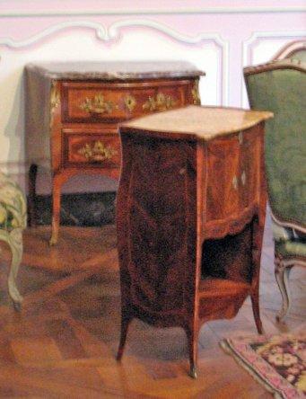salon-lilas-louis-xv_night-table-1745_6143