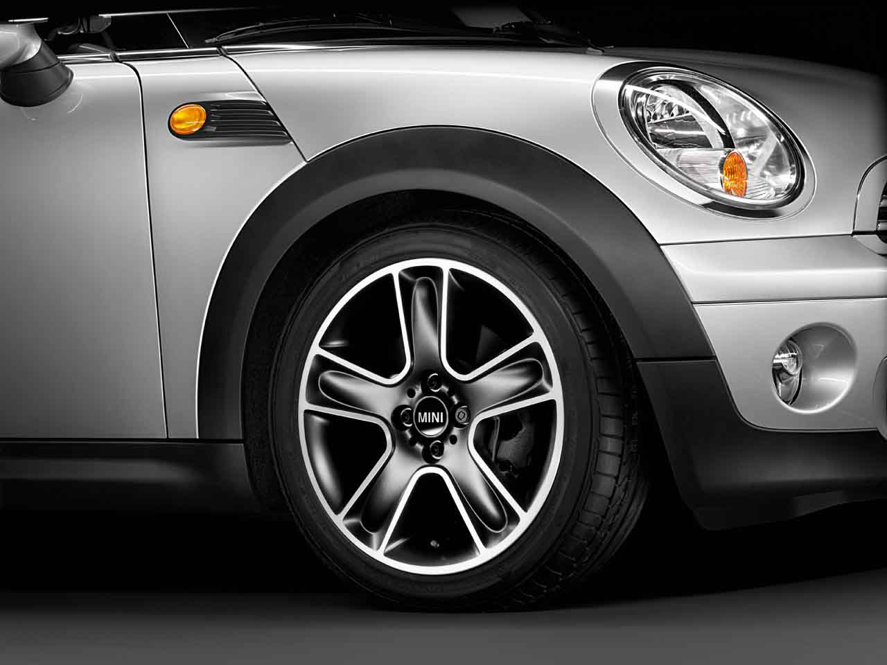 MINI Genuine 17 Inch Light Alloy Wheel Star Bullet R111