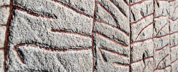 Esperti danno nuova interpretazione a una delle pietre runiche vichinghe più importanti