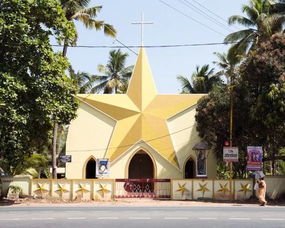 4-these-are-the-most-wonderful-churches-571x457 Why Kerala, India, has the world's wildest church architecture Interior