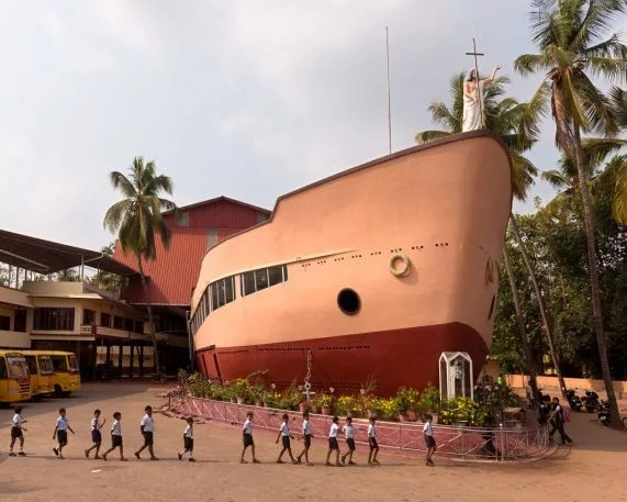 6-these-are-the-most-wonderful-churches-571x457 Why Kerala, India, has the world's wildest church architecture Interior