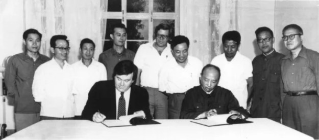 i-signing-PM-813x359 The tiny 1960s startup that became a global tech-media empire Technology