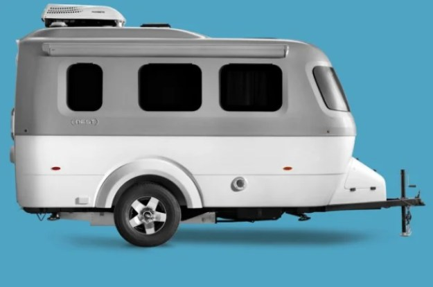 i-1-nest-90265781-airstream-rekindles-its-business-and-the-golden-age-of-adventure-690x457 The second life of Airstream Interior