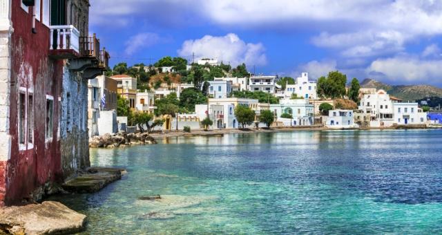 Λέρος, λιμάνι, κόκκινο σπίτι, κτήρια, κρυστάλλινα νερά