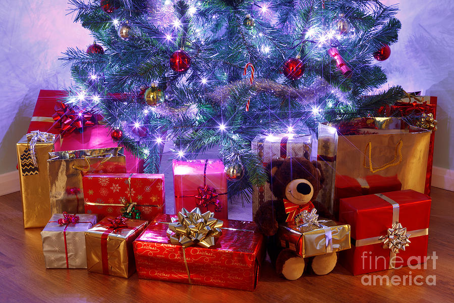 Christmas Tree And Presents Photograph By Richard Thomas