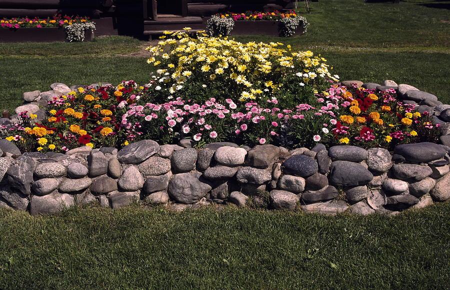 Rock Bed Flower Building