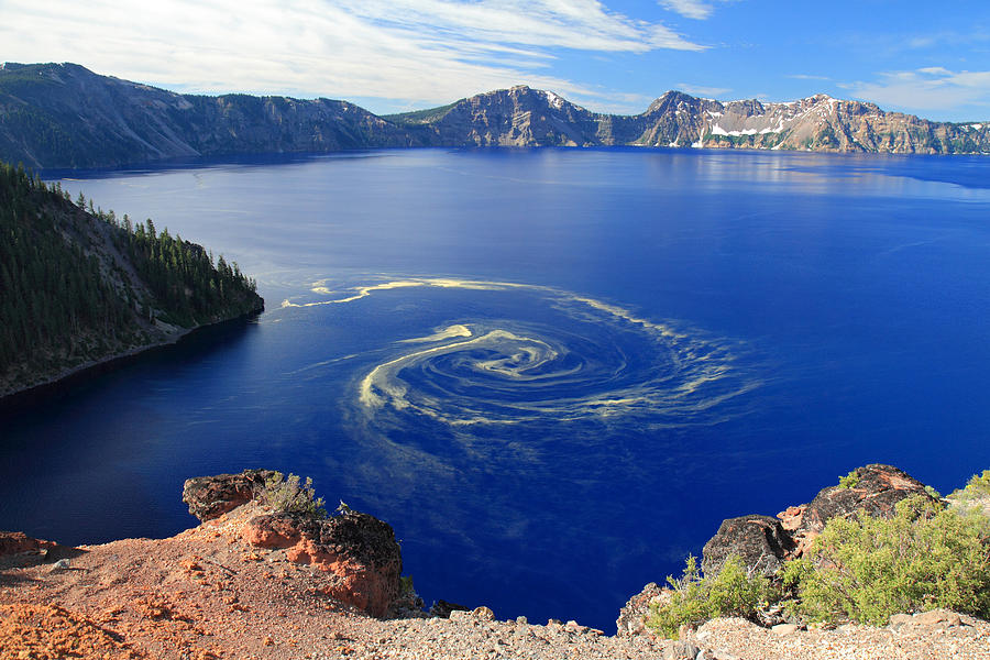 https://i2.wp.com/images.fineartamerica.com/images-medium-large/giant-swirl-of-pollen-at-crater-lake-national-park-pierre-leclerc.jpg