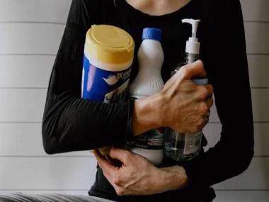 Cleaning Kelly Sikkema Unsplash 640