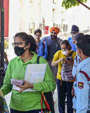 Coronavirus Outbreak LIVE Updates: Ex-AIIMS HoD of medicine succumbs to COVID-19; Delhi set to hire 200 taxis to strengthen its ambulance services