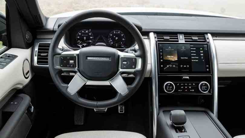 11.4-inch Pivi Pro infotainment system is new for the 2021 Land Rover Discovery. Image: Land Rover
