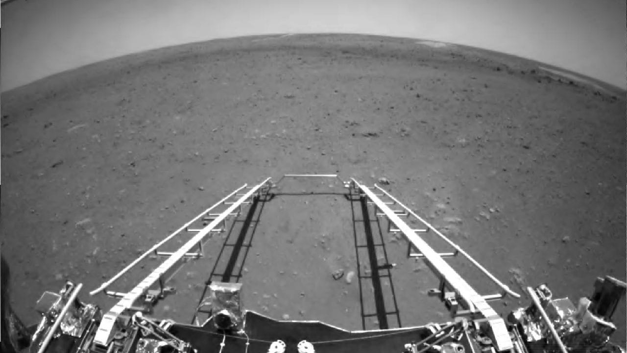 China's Zhurong rover sends its first image and video of the Martian surface- Technology News, Gadgetclock