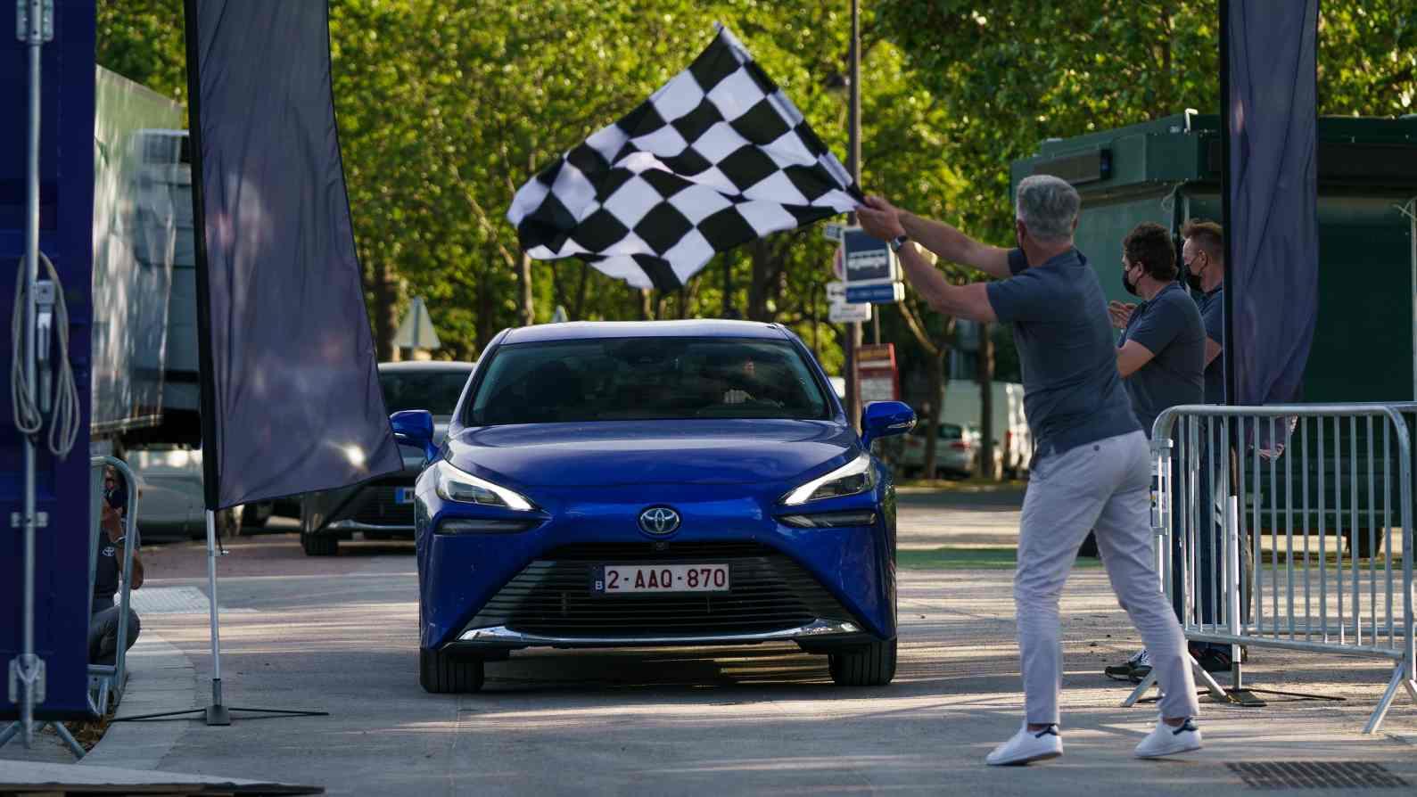 Toyota Mirai sets world record, covers over 1,000 km on a single fill of hydrogen- Technology News, Gadgetclock