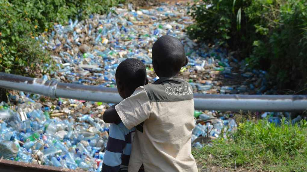 The Njoro River flows from the Mau Forest, continuing along several residential areas. By the time it reaches Lake Nakuru, a UNESCO World Heritage Site in Kenya, it is filled with plastic. Photo by James Wakibia (Kenya)