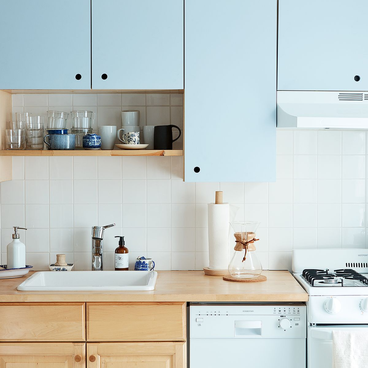 A Diy Kitchen Cabinet Makeover Even If You Re Renting