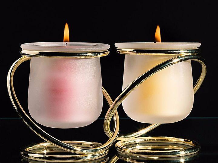 why do jews light shabbat candles
