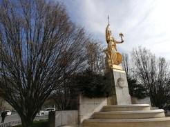 P20 Lite statue