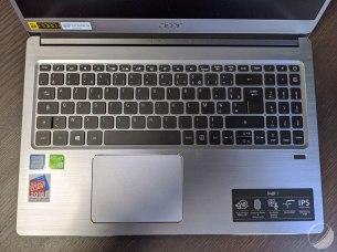 Un très large clavier