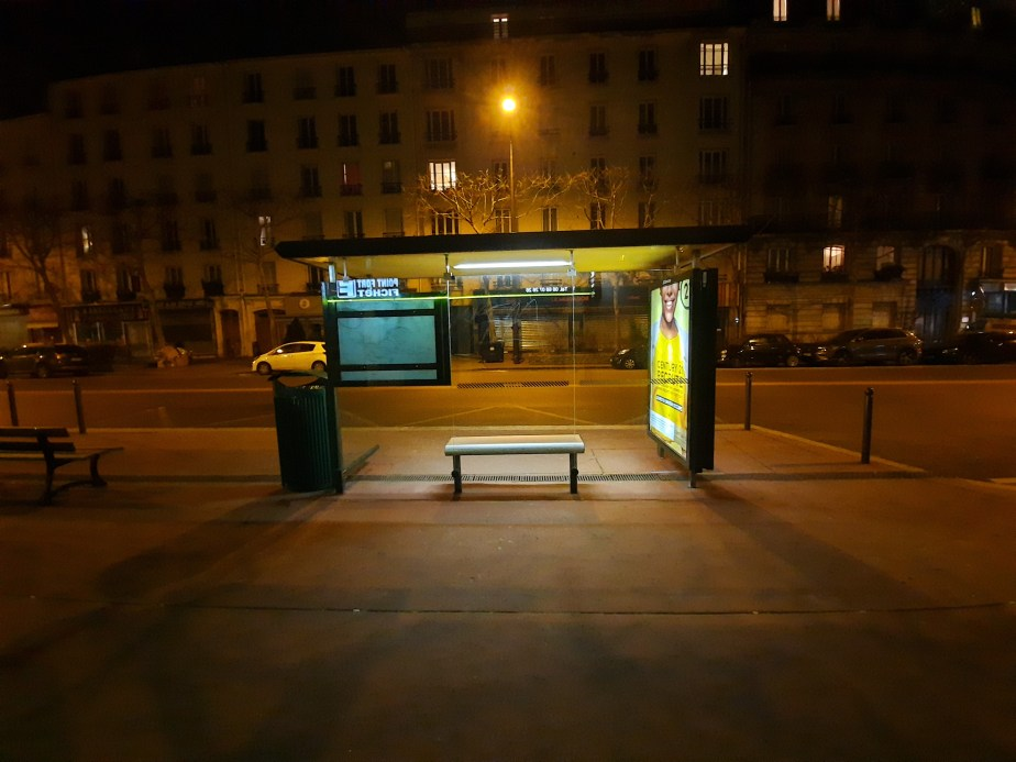 arret bus nuit ultra grand-angle