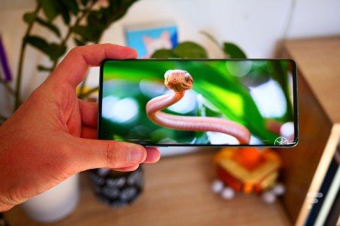 Le très bel écran du OnePlus 8 Pro