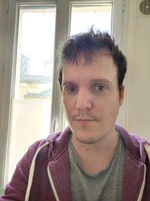 Selfie mode auto du Realme X50 Pro (grand-angle)