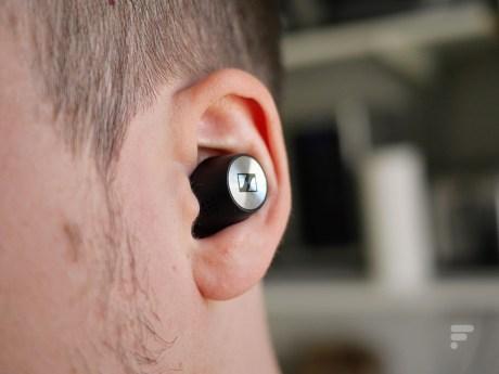 Les Momentum True Wireless 2 reposent bien dans le pavillon de l'oreille