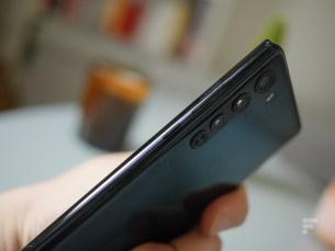 Les touche de volume et de mise en veille du Motorola Edge