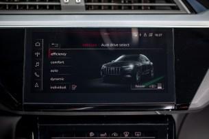 L'écran tactile central // Source: Étienne Rovillé pour Audi France