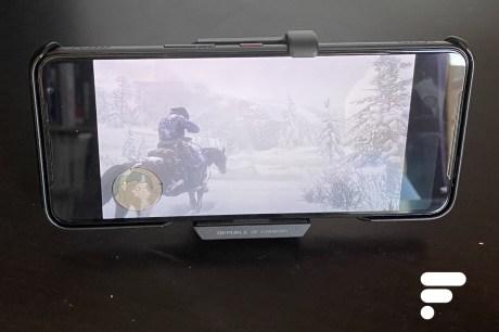 Red Dead Redemption 2 sur Google Stadia tourne sur le ROG Phone 3 // Source : Frandroid