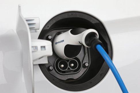 hyundai-ioniq-electric-chargeur