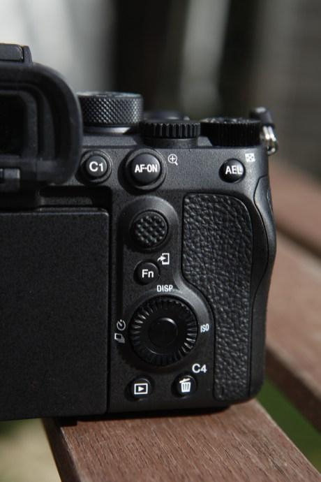 La surface antidérapante du Sony A7S III // crédit : Olivier Gonin