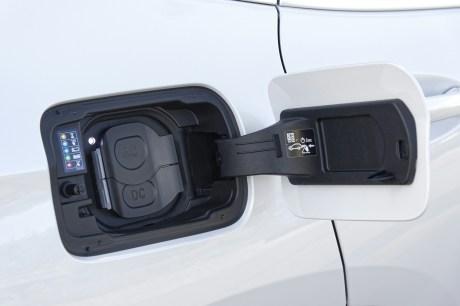 La prise de recharge du BMW iX3 // Source : BMW France