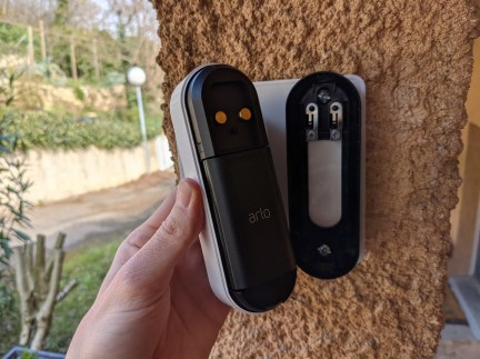 Arlo Essential Wire-Free Video Doorbell (1)