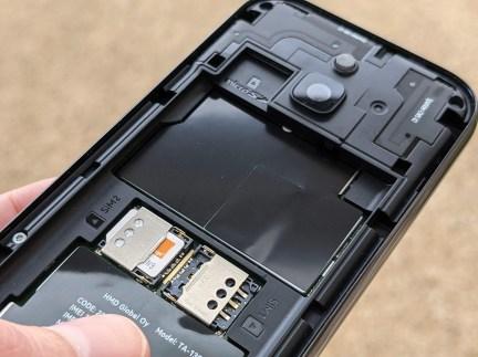 Nokia 8000 4G (7)
