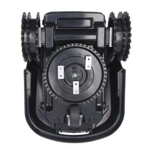 Le robot tondeuse Novarden NRL 250 Connect profite de trois lames // Source : Novarden