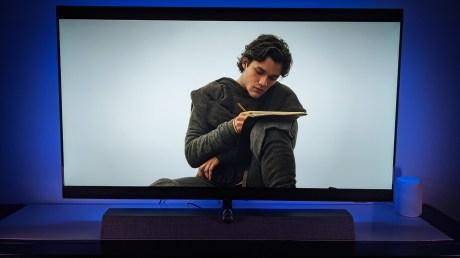 Une belle capacité à utiliser le Dolby Vision pour mettre en lumière les vêtements de Marco