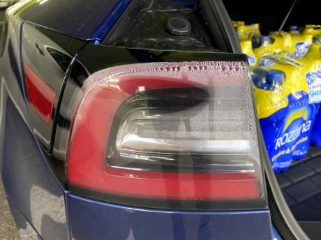 Un problème connu de condensation dans les optiques arrières, pris en charge par Tesla dans le cadre de la garantie // Source : Bob Jouy pour Frandroid