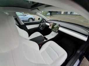 L'intérieur blanc de notre Tesla Model 3 à la livraison