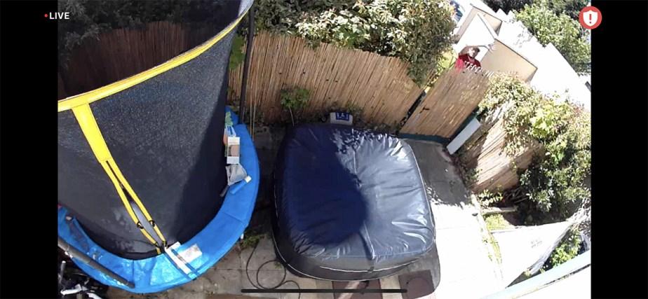 Ici, la caméra ne détecte les grands mouvements de bras derrière le portail // Source : Frandroid / Yazid Amer