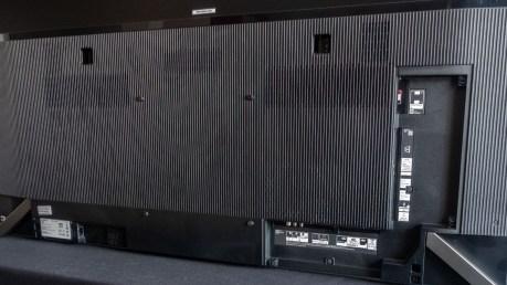 Le dos du téléviseur sans les caches