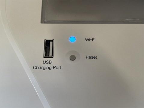 Nous nous demandons encore le pourquoi ce port USB ? // Source : Frandroid / Yazid Amer