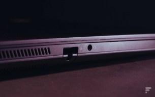 L'entrée Ethernet RJ45, située sur le côté gauche, avec le l'entrée jack 3,5mm. // Source : Frandroid - Anthony Wonner