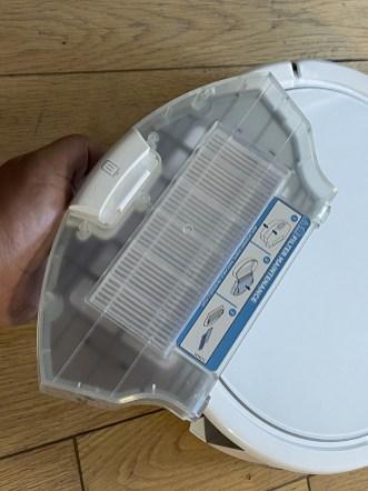 Le bac à poussière intègre un filtre lavable et un à remplacer // Source : Frandroid / Yazid Amer