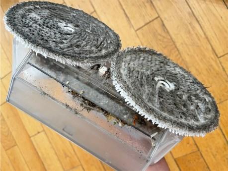 Après usage, ne tardez pas à nettoyer les disques de nettoyage à l'eau tiède // Source : Frandroid / Yazid Amer