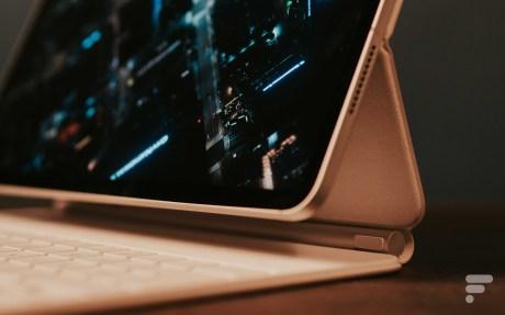 Les noirs du mini LED ne sont pas encore noirs au point de faire disparaître la bordure de l'iPad Pro // Source : FRANDROID - Anthony WONNER