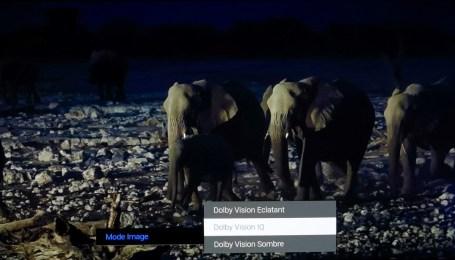 Profitez du Dolby Vision avec le capteur de luminosité qui adapte sur le mode Sombre ou Eclatant, selon les conditions.