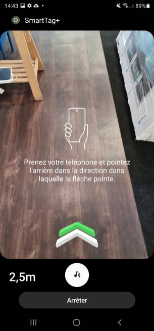 SmartThings vous indique par des flèches vers où pointer votre téléphone pour retrouver votre SmartTag.